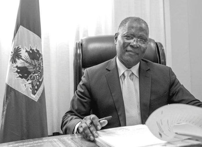 « Tant que nous les Haïtiens, nous ne serons pas décidés à faire l'effort de sortir notre pays de ce cycle d'instabilité chronique, nous aurons toujours à vivre des crises économiques.»