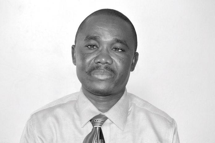 Talot Bertrand est ingénieur agronome, spécialiste en Éducation Relative à l'Environnement. Il est Secrétaire Général de la PROMODEV