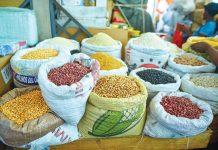 DANS LES MARCHÉS publics du pays, certains produits locaux sont très visibles