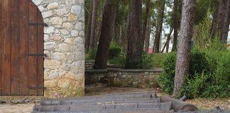 Des canons déposés à l'entrée du Fort Jacques en raison des travaux de restauration