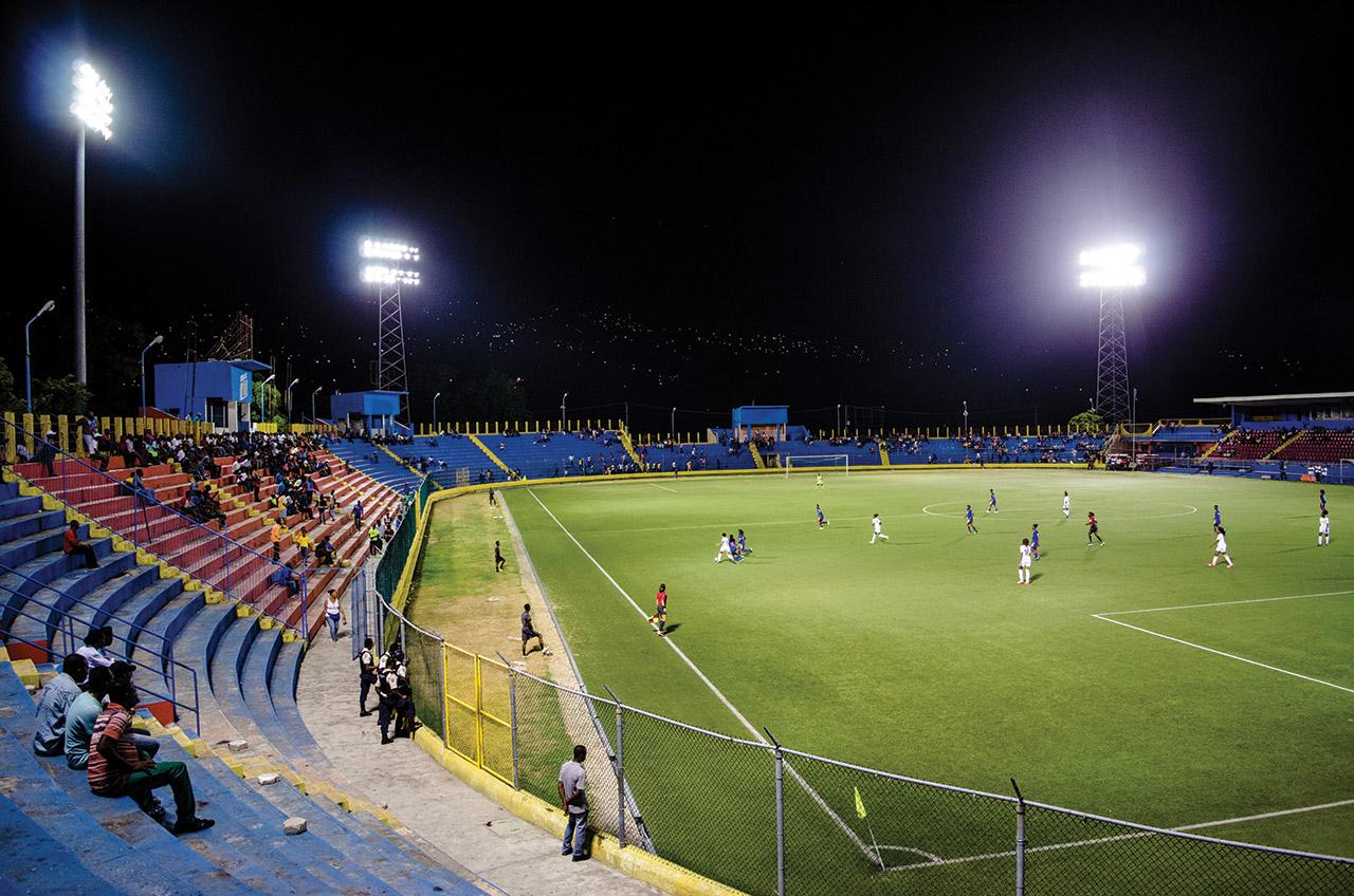 STADE SYLVIO CATOR, l'unique stade pouvant accueillir des matchs internationaux