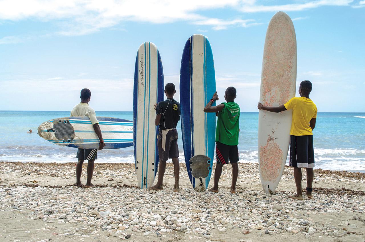 TOURNOIS DE SURF organisé par SURF HAÏTI chaque année à Kabik, localité de Jacmel