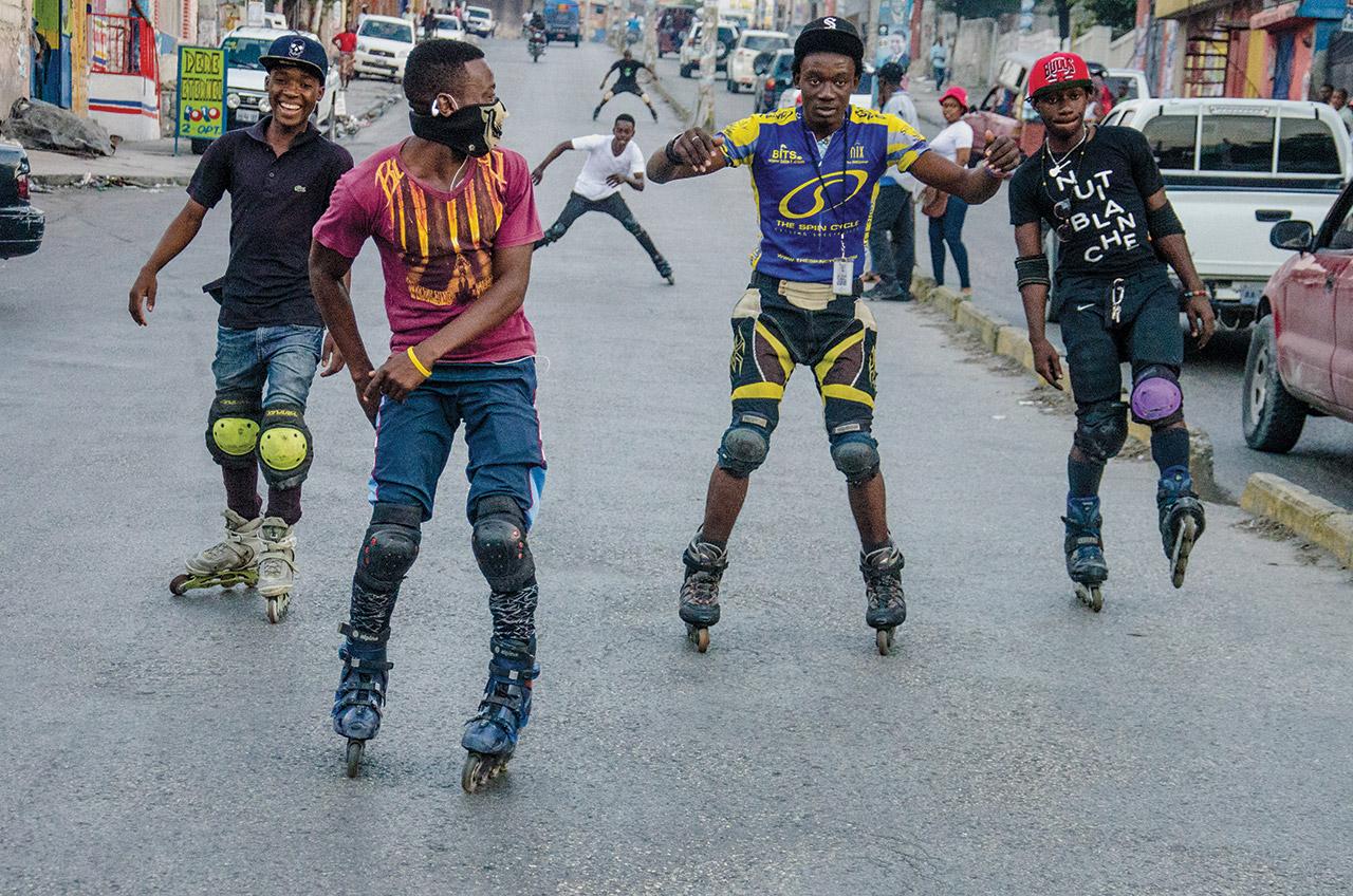 Comme centaines d'autres groupes, les black Bladers font tous les week-ends leurs exhibitions dans <br />les rues de la Métropole
