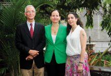 Conseil d'adminis- tration: (De gauche a droite) John Currelly, Alice Nkunzimana, Melissa Padberg. Papyrus