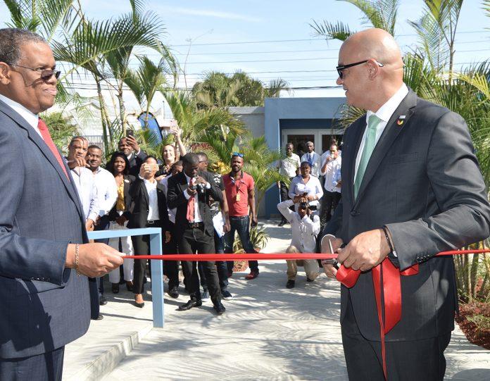 Mackensen Gomez (Directeur général de la BUH) et Olivier Barrau (Président de la AIC).