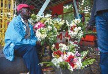 Florinord, cet ancien producteur de eurs, maintenant vendeur à lalue, se plaint du manque d'investissement dans le secteur.