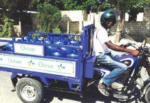 Modèle de véhicule utilisé pour transporter les récipients d'eau. Jim chu