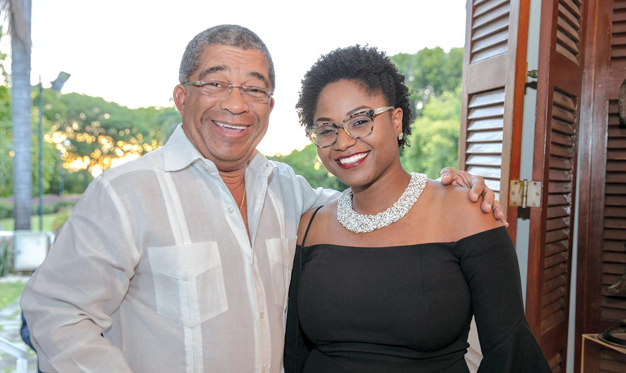 Hervé Lerouge (PGD de Radio Télé Pacific) et Michella Louis (directrice à l'information à Radio Télé Pacific).