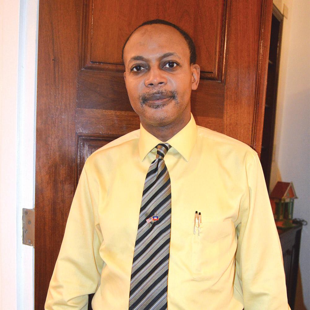 Joel Lorquet, membre du Bureau des Affaires Publiques à l'Ambassade américaine.