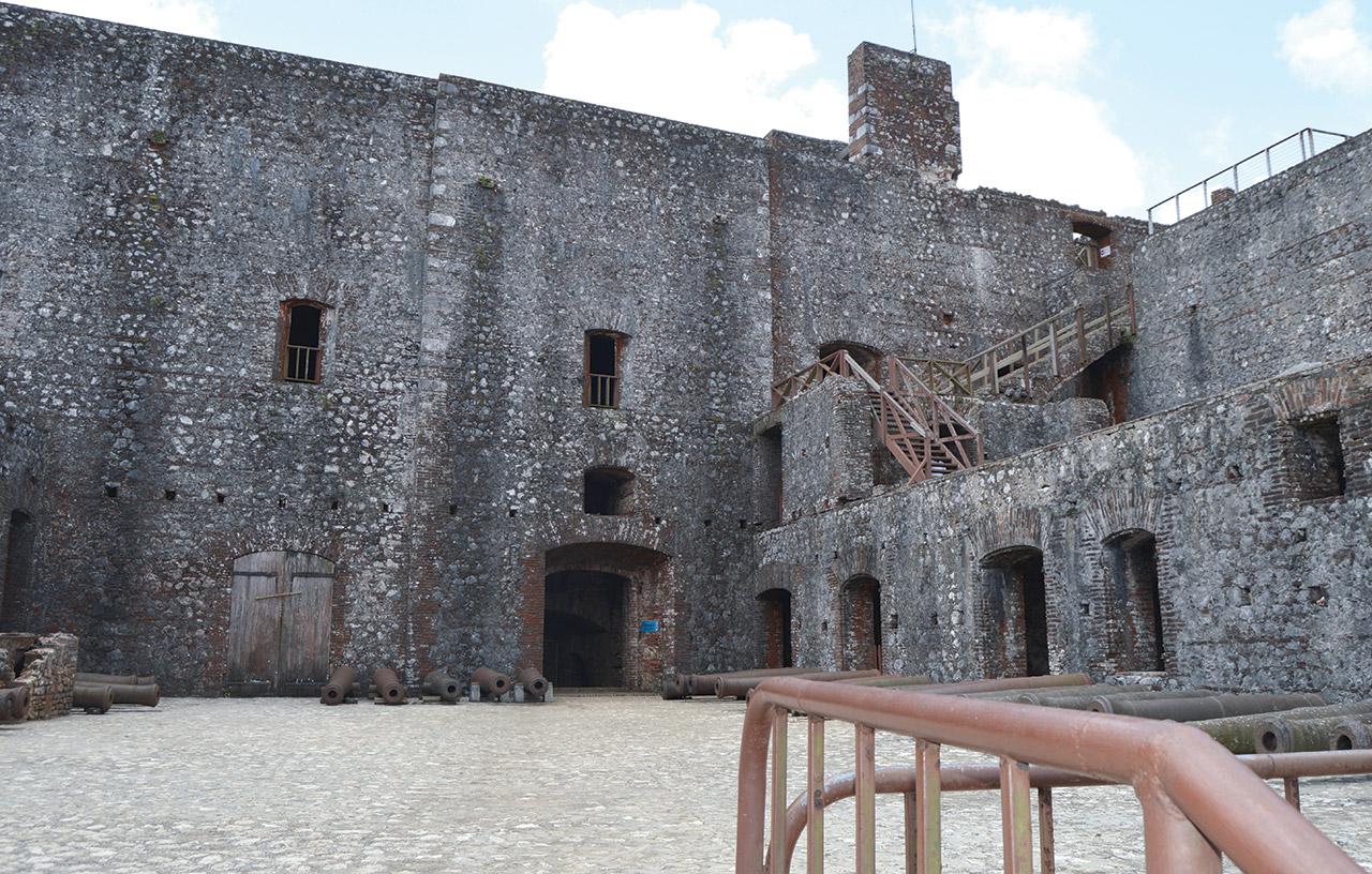 Les murs de la Citadelle Laferrière intacts deux siècles après.