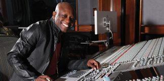 Jerry « Wonda » Duplessis dans son studio Platinum de New York. Wonda Music