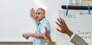 Daniel Isenberg encourage ses «élèves» à communiquer leurs progrès. Georges H. Rouzier / Challenges
