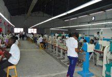 Une usine de fabrication de chaussures à Port-au Prince. Timothe Jackson / Challenges